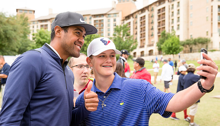 Tony Finau with a young fan at the 2017 VTO.